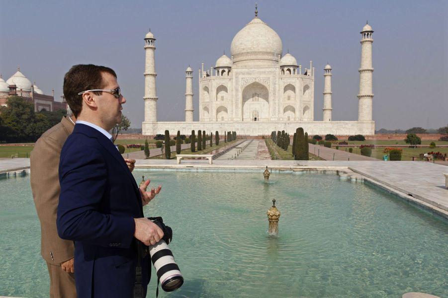 En décembre 2010, le président russeDmitry Medvedev immortalise le Taj Mahal.