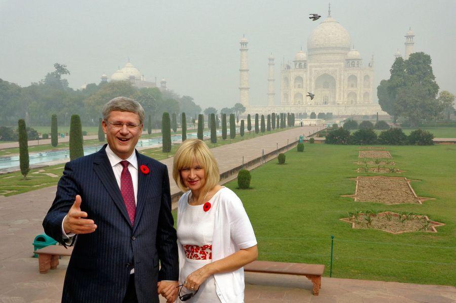 En novembre 2012,le Premier ministre canadien Stephen Harper visite avec son épouse Laureen le Taj Mahal.