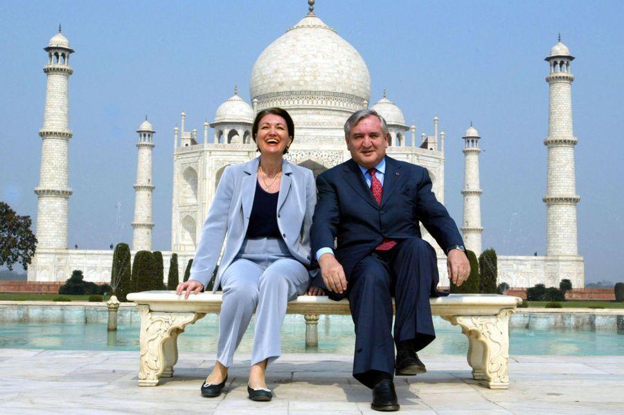En 2003, le Premier ministre Jean-Pierre Raffarin et sa femmeAnne-Marie posent pour les photographes.