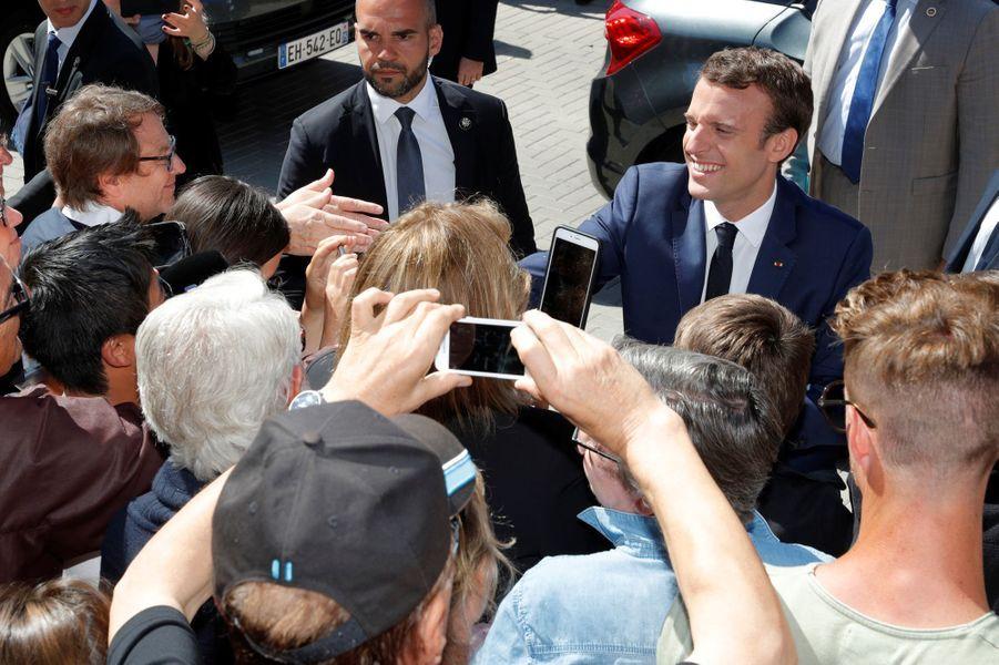 Bain de foule au Touquet pour Emmanuel Macron.