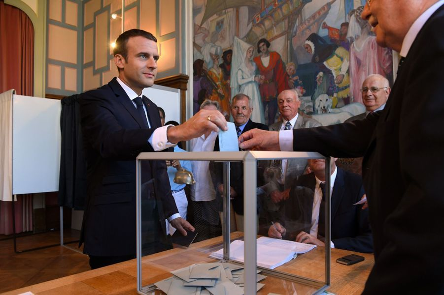 Le président Emmanuel Macron a voté au Touquet dimanche matin.