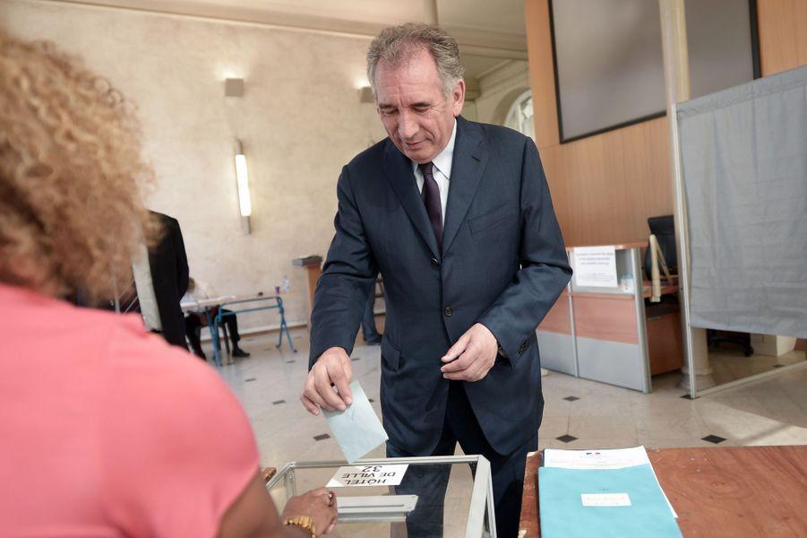 Le ministre de la Justice Francois Bayrou a voté à Pau.