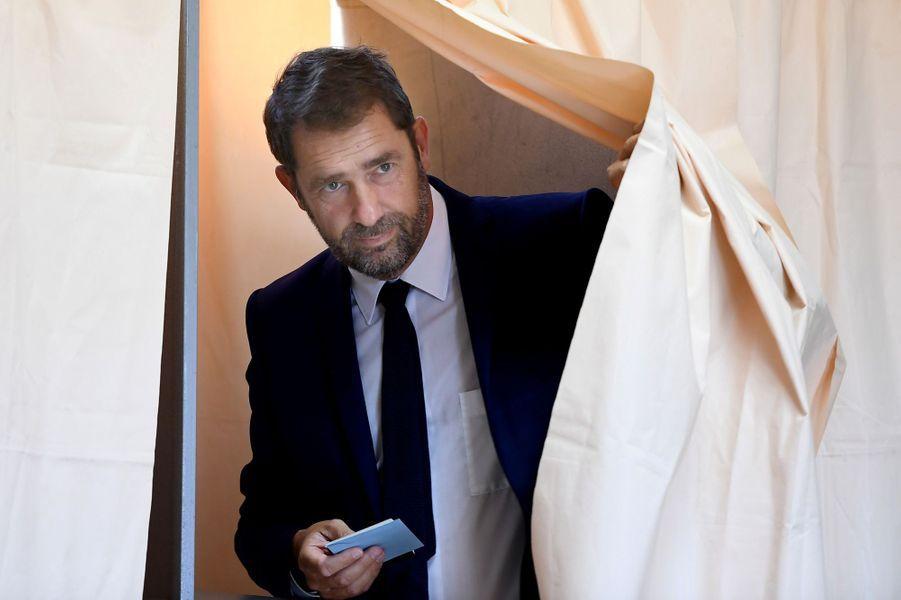Candidat dans lesAlpes-de-Haute-Provence, le porte-parole du gouvernement Christophe Castaner a voté àForcalquier.