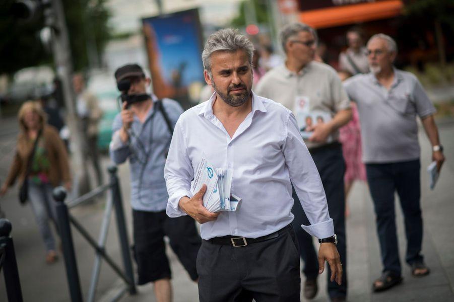 Le porte-parole de la France Insoumise Alexis Corbière a annoncé sur TF1 sa victoire aux législatives dans la septième circonscription de Seine-Saint-Denis.