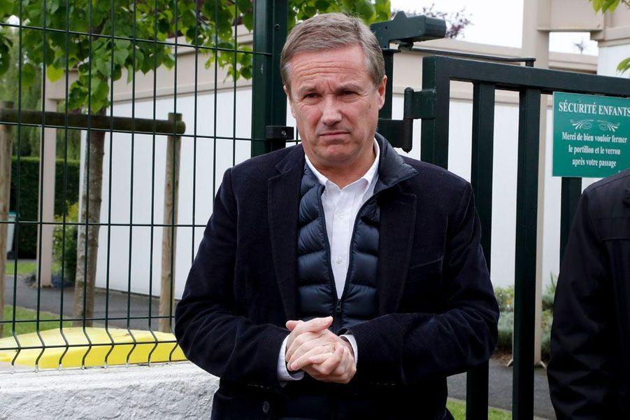 L'ex-candidat à la présidentielle, Nicolas Dupont-Aignan, président du parti Debout la France, a annoncé à l'AFP sa réélection dans la huitième circonscription de l'Essonne.
