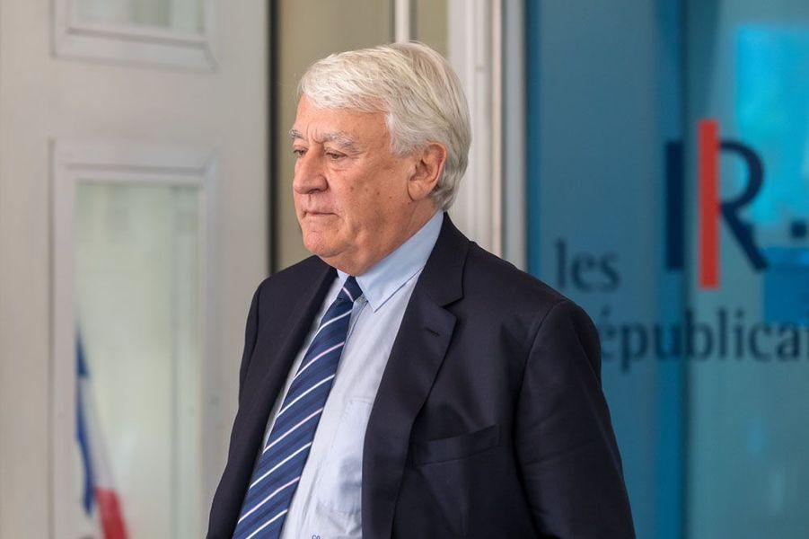 L'ancien ministre Claude Goasguen (LR) réélu à Paris (mairie de Paris)