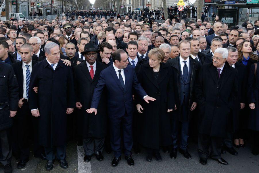 6. La marche du 11 janvier 2015François Hollande défile solennellement aux côtés de plusieurs chefs d'Etat et de gouvernement comme Angela Merkel, David Cameron ou Benjamin Netanyahu.