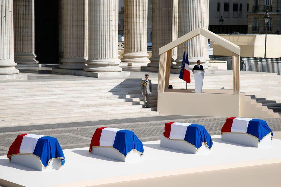 7. Des héros de la Résistance au PanthéonLe 27 mai 2015, devant le Panthéon, François Hollande rend hommage à Germaine Tillion, Geneviève de Gaulle-Anthonioz, Pierre Brossolette et Jean Zay.