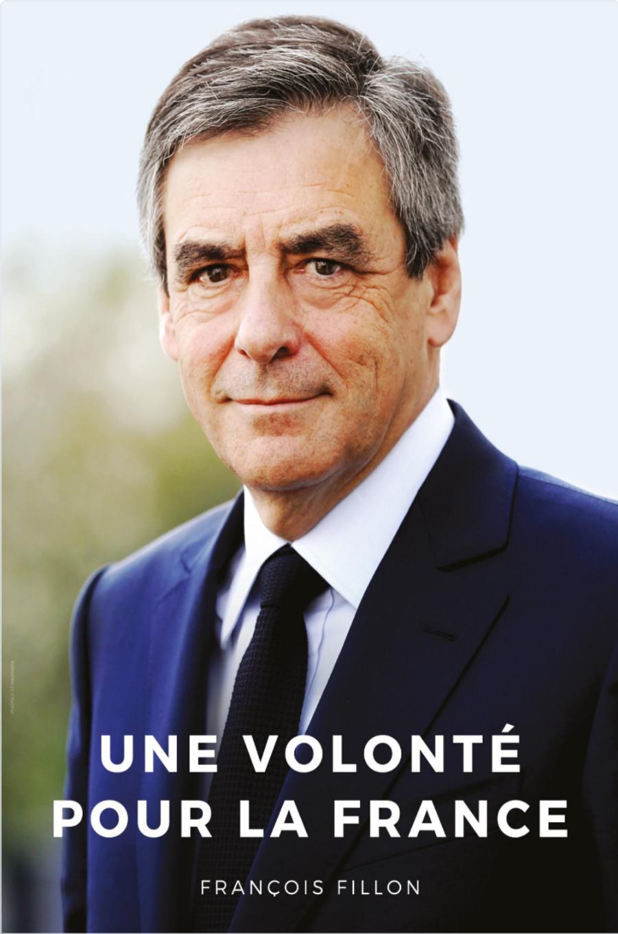 François Fillon a changé de stratégie depuis sa dernière affiche de campagne. Exit la chemise et le sourire ouverts, le nouveau Fillon fronce les sourcils, porte veste et cravate tricot, et ne parle plus de «vérité», mais de «volonté».
