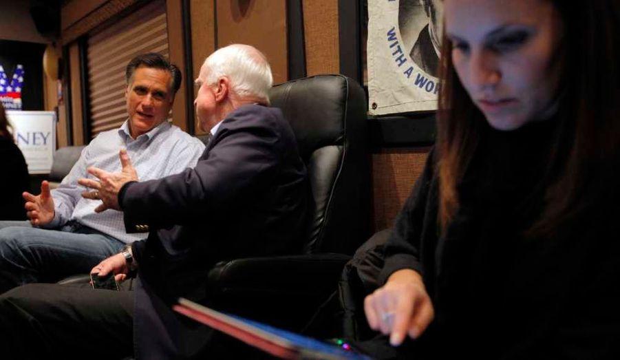 Andrea Saul (au premier plan). La jeune femme avait déjà travaillé pour John McCain en 2008.