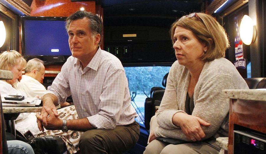 Beth Myers est une conseillère politique proche de longue date de Mitt Romney. Avocate de formation, elle entraînait Romney alors qu'il était candidat à la gouvernance du Massachusetts en 2002. Elle avait par le passé participé à la campagne présidentielle de Reagan en 1980.