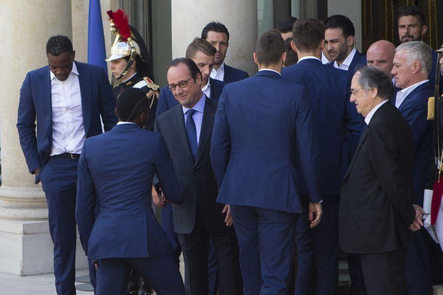 L'équipe de France de football sur le perron de l'Elysée