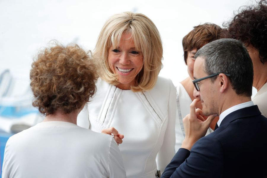 Brigitte Macron en discussion avec Muriel Pénicaud et Gérald Darmanin.