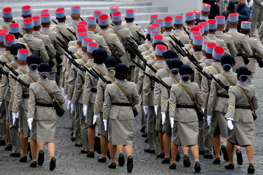 Défilé d'élèves de l'École nationale des sous-officiers d'active.