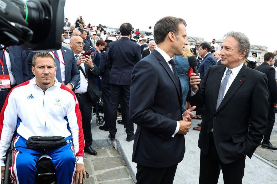 Emmanuel Macron interrogé par Michel Drucker après le défilé.