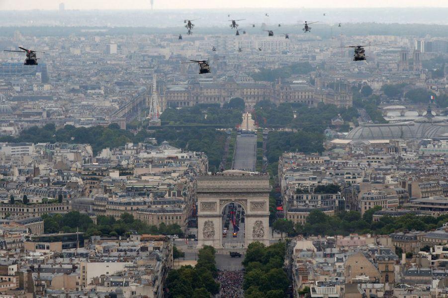 Défilé aérien au-dessus de Paris.