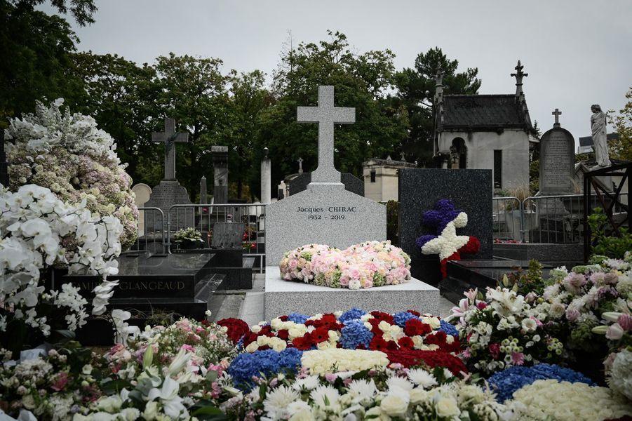 La tombe de Jacques Chirac au cimetière du Montparnasse, mardi.