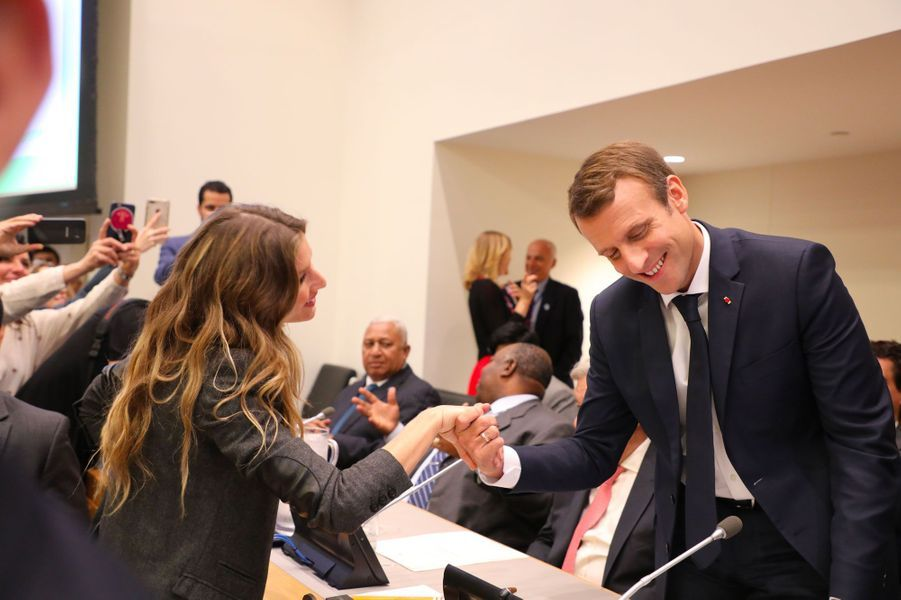 Le 19 septembre 2017, Emmanuel Macron croise la top model Gisele Bundchen au siège des Nations unies, à New York.