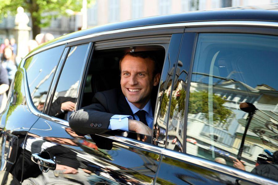 Accompagné de son épouse Brigitte Macron, Emmanuel Macron s'est rendu à Bagnères-de-Bigorre.