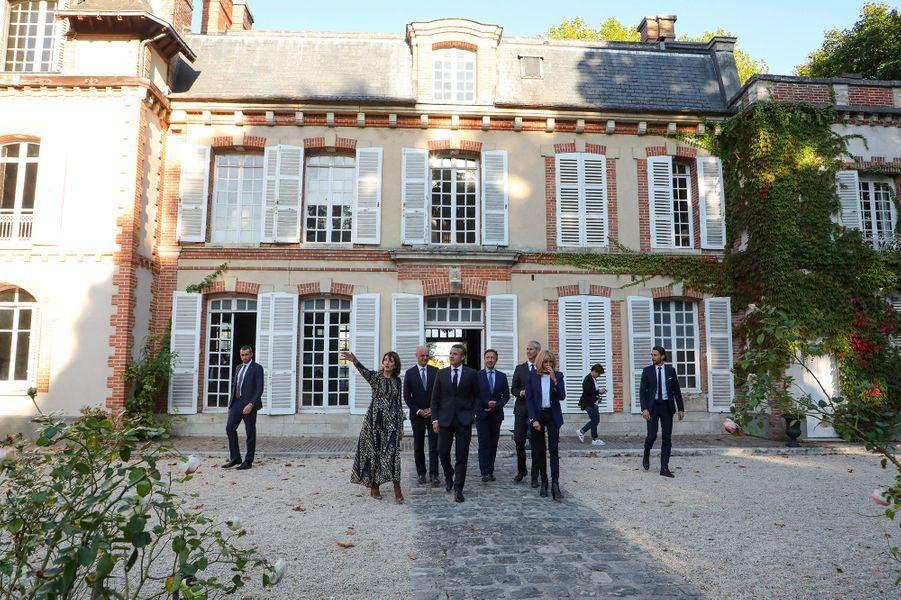 Emmanuel et Brigitte Macron, accompagnés des ministres Franck Riester (Culture) et Jean-Michel Blanquer (Education) et de l'animateur Stéphane Bern, ont visité vendredi après-midi le château de By, à Thomery (Seine-et-Marne), afin d'y lancer les Journées du patrimoine.