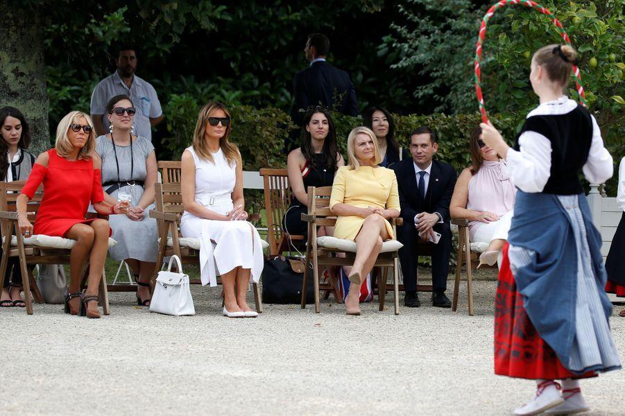 A la villa Arnaga,Brigitte Macron et les conjointes des participants au G7 ont été accueillies parl'Aurresku,danse traditionnelle d'honneur.