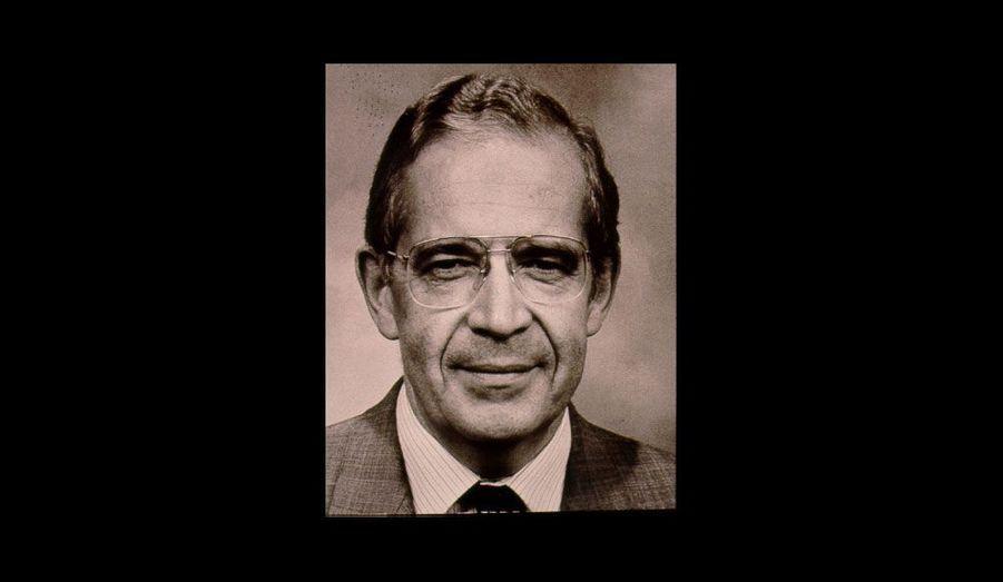 En 1981, il fait figure de pionnier: il est président d'une Assemblée dominée par la vague rose des socialistes qui, dans la lancée de l'élection de François Mitterrand, ont pris le pouvoir au Palais Bourbon. Il restera en place jusqu'en 1986, lorsque la droite remportera les législatives.