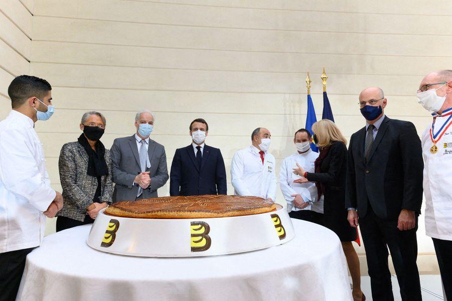 Elisabeth Borne, Alain Griset, Emmanuel Macron et son épouse et Jean-Michel Blanquer ont assisté à l'évènement.