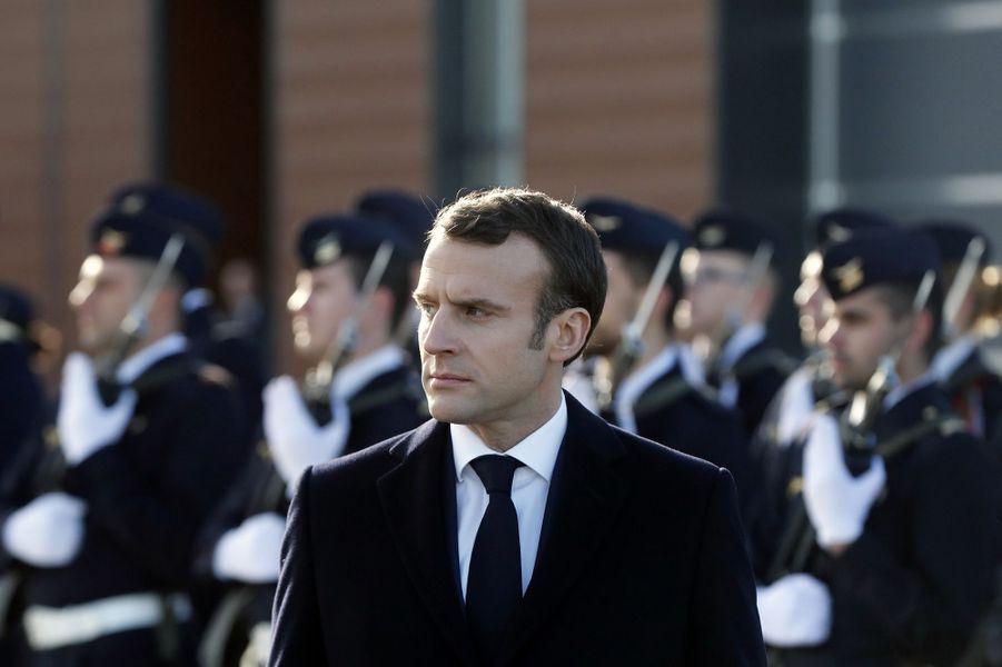 Emmanuel Macron jeudi sur la base de l'armée de Terre de Toulouse-Francazal.