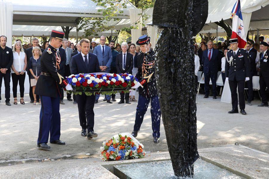 Cérémonie d'hommage aux victimes du terrorisme dansles jardins des Invalides.