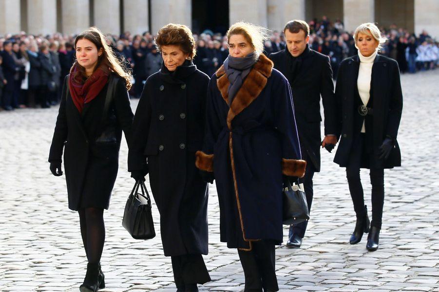 Le couple présidentiel derrière les proches de Jean d'Ormesson lors de l'hommage national aux Invalides.
