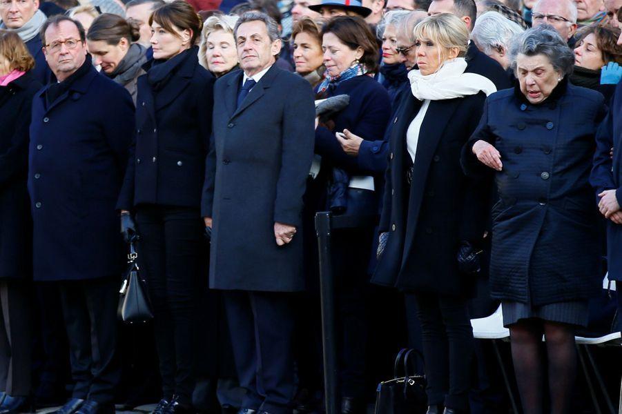 Dans le parterre d'invités,François Hollande, Nicolas Sarkozy et Brigitte Macron.