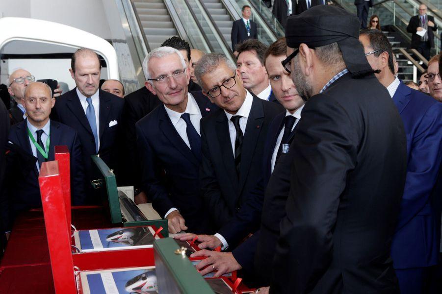 Emmanuel Macronavec le roiMohammed VI à l'arrivée à la gare de Rabat.