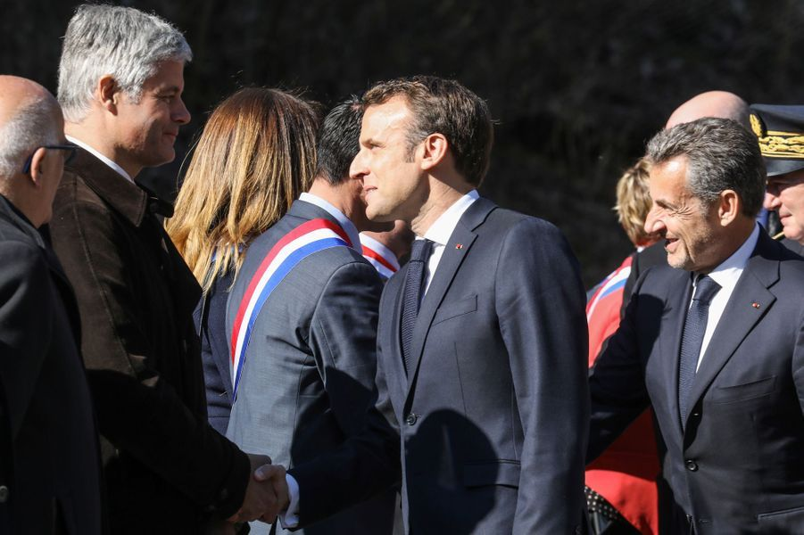 Emmanuel Macron salue Laurent Wauquiez, président des Républicains.