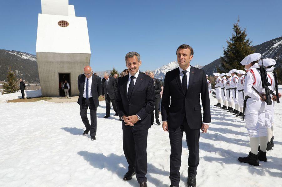 Nicolas Sarkozy et Emmanuel Macron auMonument national à la Résistance du plateau des Glières.