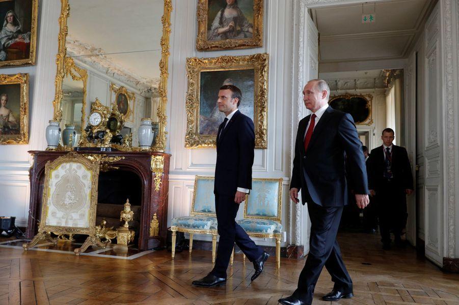 Emmanuel Macron et Vladimir Poutine au château de Versailles.