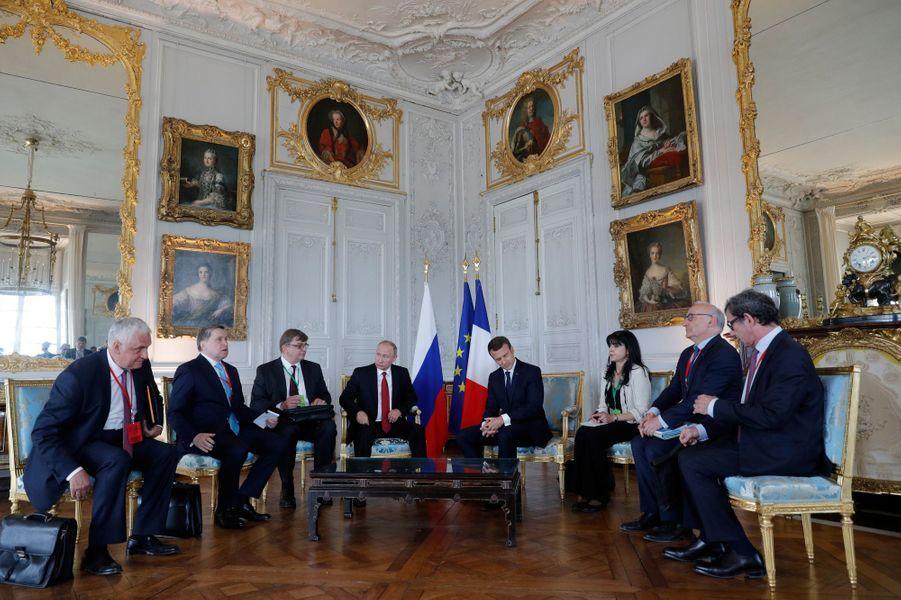 Rencontre entre Emmanuel Macron et Vladimir Poutine au château de Versailles.
