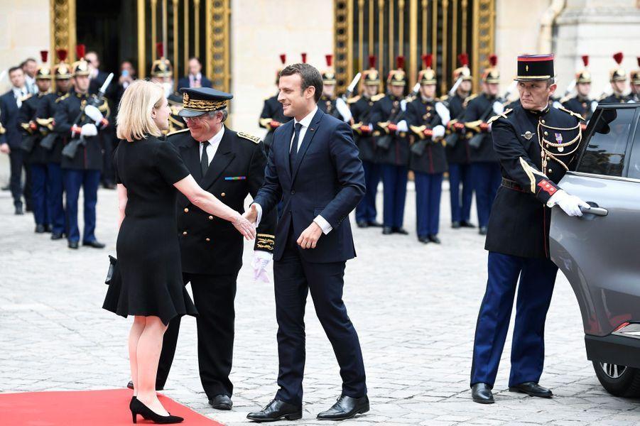 Arrivée d'Emmanuel Macron au château de Versailles pour sa première rencontre avec le président russe.