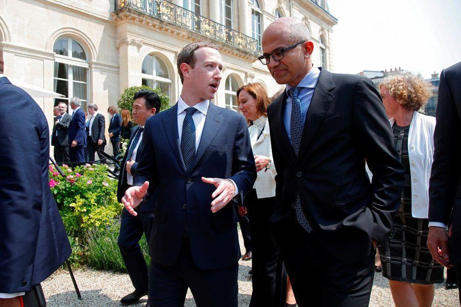 Mark Zuckerberg et le PDG de Microsoft Satya Nadella à l'Elysée, le 23 mai 2018.