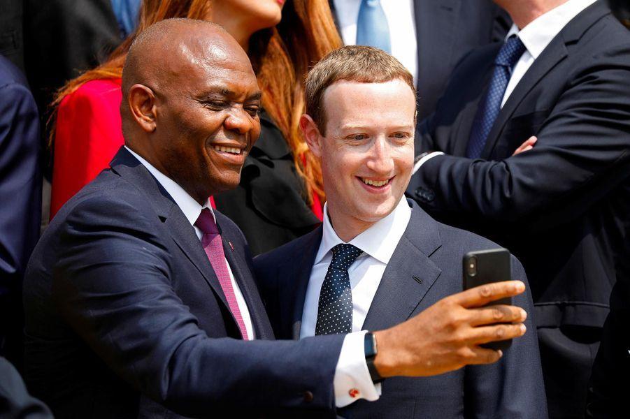 Mark Zuckerberg et Tony Elumelu, directeur de United Bank of Africa, à l'Elysée, le 23 mai 2018.