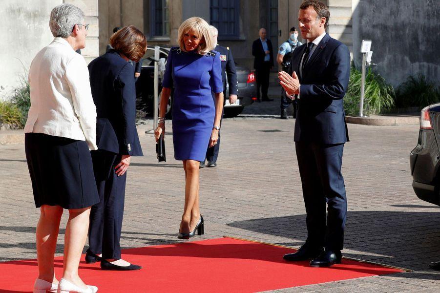 Arrivée de Brigitte et Emmanuel Macron à l'Hotel de Brienne.