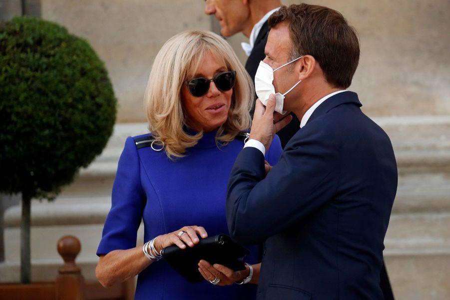 Brigitte et Emmanuel Macron lundi à l'Hotel de Brienne.