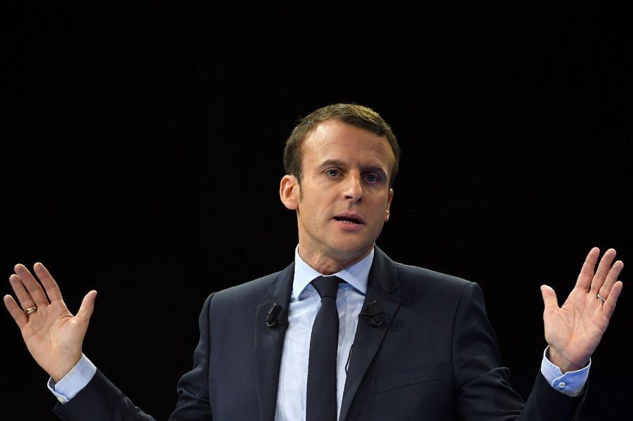 Emmanuel Macron lors de son meeting porte de Versailles samedi, à Paris