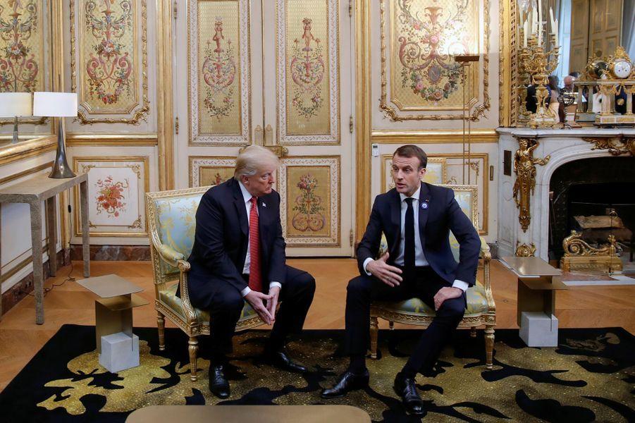Le président des Etats-Unis Donald Trump est arrivé à l'Elysée où il a été accueilli par le chef de l'Etat Emmanuel Macron. La poignée de main entre les deux hommes a été chaleureuse malgré les crispations sur la question d'une armée européenne.