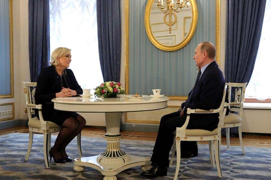 Marine Le Pen a rencontré Vladimir Poutine à Moscou.