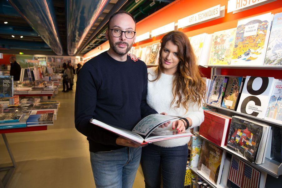 Cédric aux côtés de Marlène Schiappa à la librairie du centre Pompidou, son QG d'écrivaine.