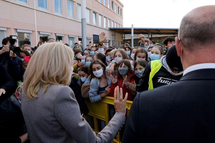 Brigitte Macron aucollège Charles Péguy, au Chesnay-Rocquencourt, dans les Yvelines, pour la dictée ELA.