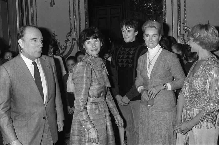 François Mitterrand et son épouse Danielle le 16 décembre 1981 pour l'arbre de Noël de l'Elysée.
