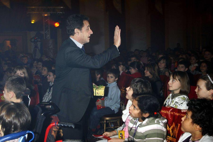 Nicolas Sarkozy lors de son premier arbre de Noël à l'Elysée.