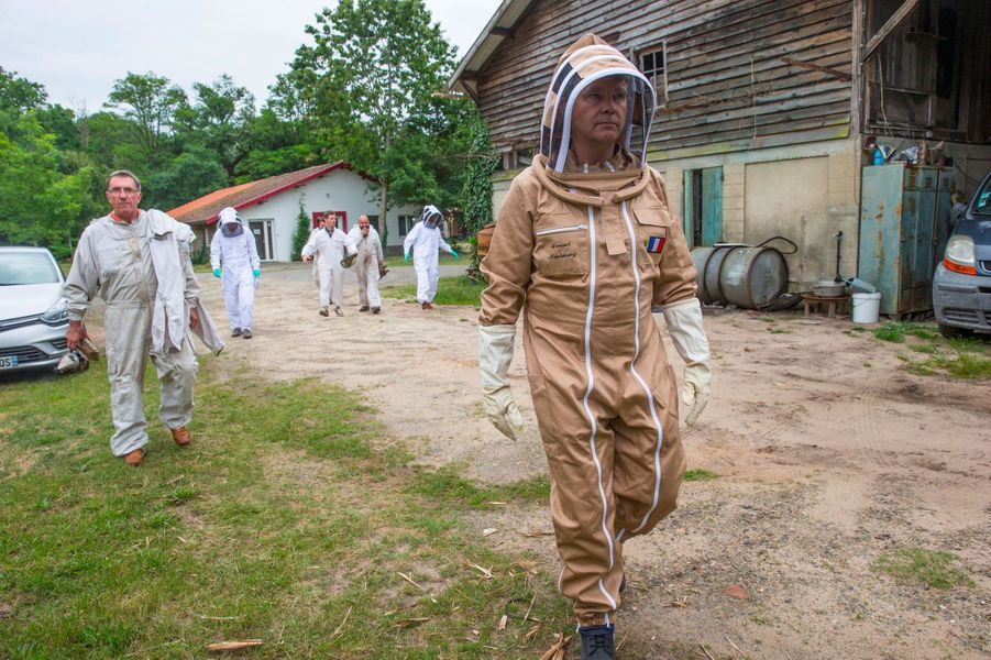 Arnaud Montebourg avec ses partenaires dans son nouveau projet, àPontenx-les-Forges, en juin dernier.