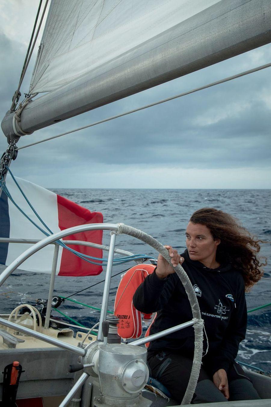 Marie à la barre, au large des Açores, le 19 septembre 2019